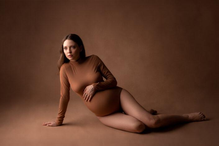 Sedinte foto de maternitate Bucuresti-Studio Foto Bucuresti-Fotograf maternitate bucuresti